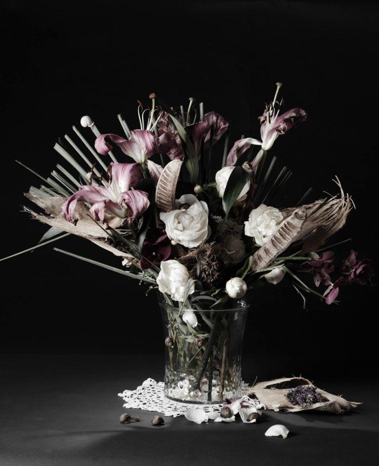 Esprit classique et bucolique avec ces escargots qui participent à la composition.  La nature morte végétale © Franck Couvreur