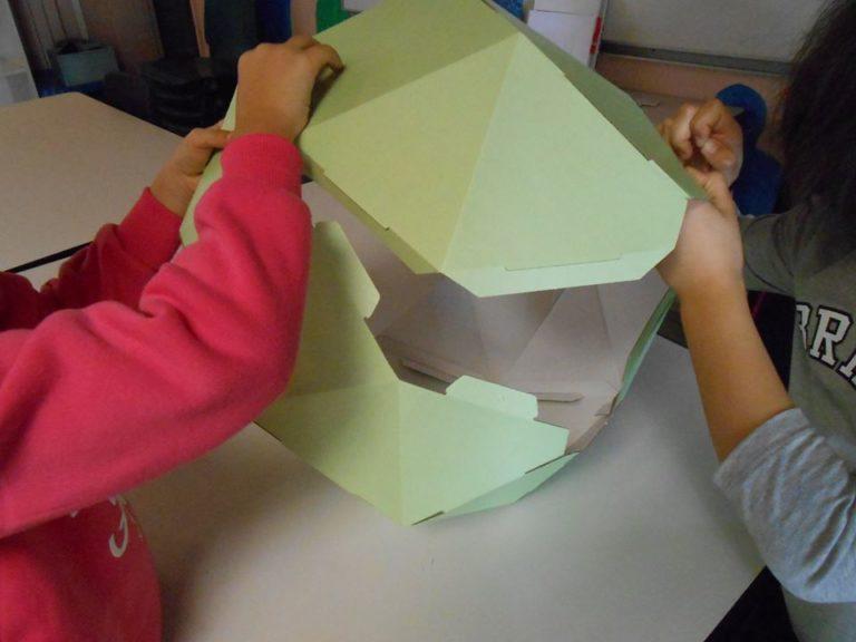 La géométrie, le pliage, l'assemblage autant de notions qui semblent scolaires mais qui nous ouvrent ici les portes du design.