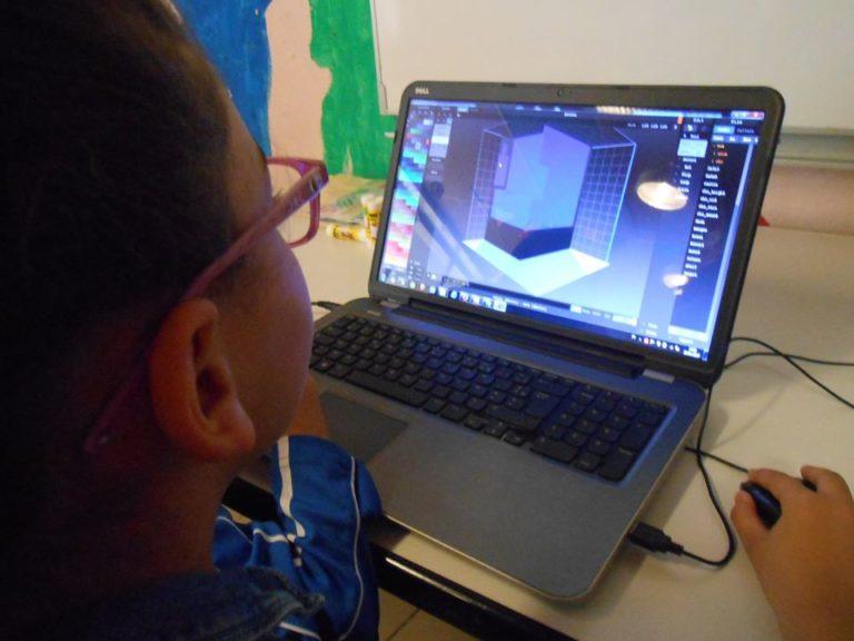 Un peu de découverte informatique avec la création de volume dans un espace virtuel avec par exemple sculptris qui est un logiciel gratuit que les enfants peuvent utiliser chez eux.
