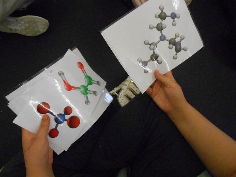 Nous avons regardé tout un tas d'images de molécules plus ou moins complexes. le modèle géométrique est toujours présent de près ou de loin.