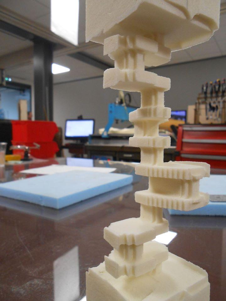 ici nous avons découvert qu'un Fab Lab c'est des machines technologiques très modernes et des idées fofolles et complexes qui peuvent être réalisées grâce à tout ce potentiel technique...