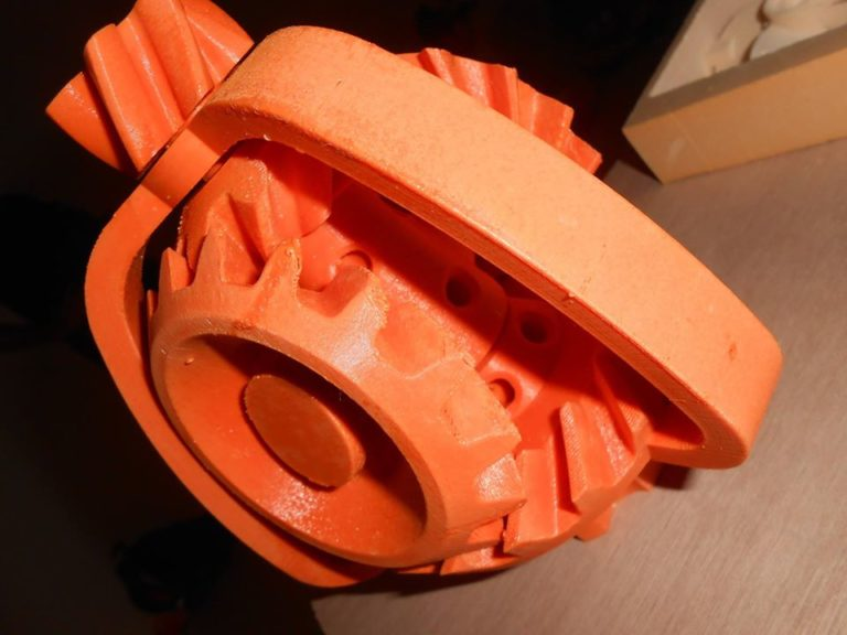 mécanisme complexe imprimer en 3D d'une seule pièce nous a t on dit.... ça alors... mais pourtant on voit bien plein de morceaux séparés! Mais comment ils font pour prévenir les machines? en tout cas le mécanisme marche super bien!